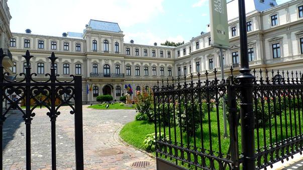 muzeul-colectiilor-arta-roata-mare