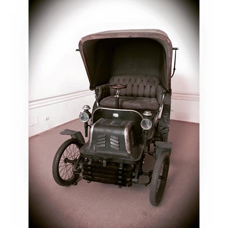 La Muzeul Naţional de Istorie a României se află prima maşină din Bucureşti