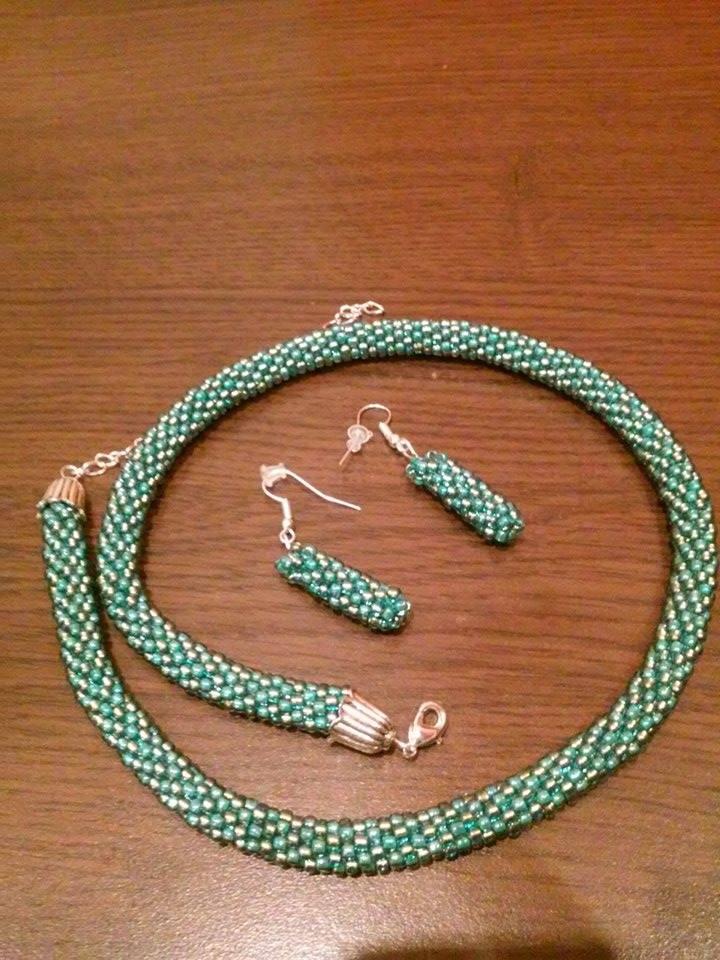 Am făcut o expoziţie caritabilă de bijuterii handmade. Uite cum poţi ajuta şi tu.