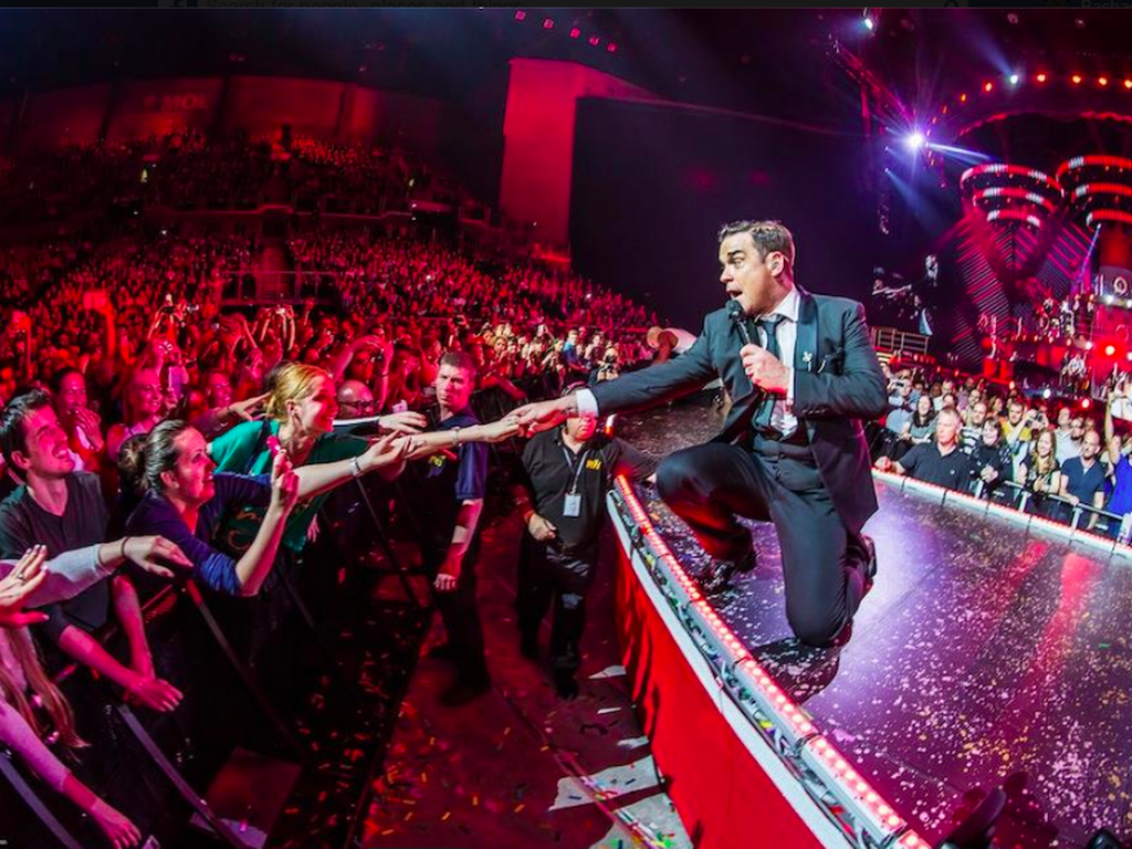 Robbie Williams vine la concert in Bucuresti!